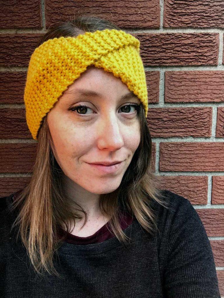 model wearing twisty headband